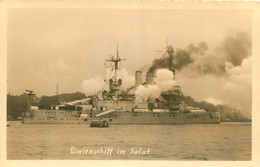 BATEAU DE GUERRE ALLEMAND LINIENSCHIFF IM SALUT - Warships