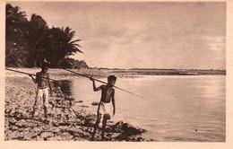 Micronésie (Iles Carolines) Petits Canaques (pêche à La Sagaie) - Edition Jésuites Missionnaires Carte N° 3 Non Circulée - Micronesia