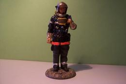 POMPIER  -SOLDAT DE PLOMB - SAPEUR POMPIER  - Tenue De Feu  - 2002  - DELPRADO - Soldados De Plomo
