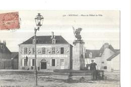 CREUSE  BOUSSAC  N 370  PLACE DE L HOTEL DE VILLE   FONTAINE HOMME   GROS PLAN          DEPT 23 - Boussac