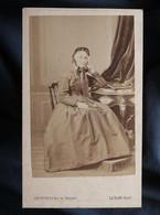 Photo CDV Le Jeune à Paris  Femme âgée Assise (Mme Tomy De Malmuse)  Sec. Empire  CA 1865 - L546 - Old (before 1900)