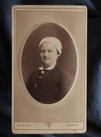 Photo CDV Poupat à Bourges  Portrait Femme Souriante  Coiffe Régionale CA 1880 - L547 - Alte (vor 1900)