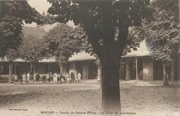 """CPA FRANCE 71 """"Mâcon, Lycée De Jeunes Filles, La Cour De Récréation"""". - Macon"""