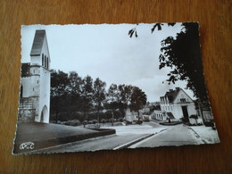36 - Indre - Buzançais Le Campanile De L'église L'hôtel De Ville - Non Postée Parfait état Pas Courante Années 60 - Autres Communes