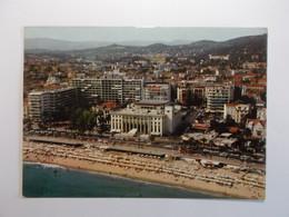 CANNES   Le Palais Des Festivals   Une Des Plages - Cannes