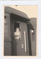 11679.  Fotografia Vintage Donne Femme Dal Finesrtino Treno Anni '50 Italia - 9x6 - Treinen