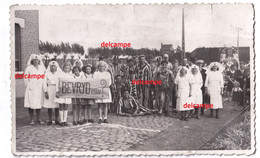 Orginal Photo Procession De La LIBÉRATION à Houthem Ypres Bevrijdingsstoet Te Houthem 1944 Messines Cominnes - 1914-18