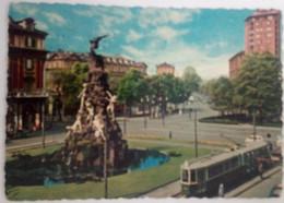 TORINO - PIAZZA STATUTO - MONUMENTO/FONTANA - TRAM / FILOBUS - 1960 - Lugares Y Plazas