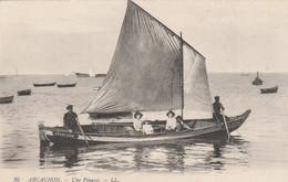 CPA (33) ARCACHON N° 35 Une Pinasse Barque à Voile Bateau Boat (2 Scans) - Arcachon