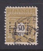 Perforé/perfin/lochung France 1945 No 704 L.H Librairie Hachette (83) - Perforés