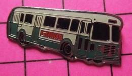 SP01 Pin's Pins / Beau Et Rare / THEME : TRANSPORTS / AUTOBUS ROUTIER VERT ET BLANC SMVS ? - Transportation