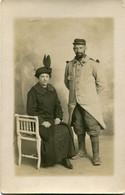 Carte Photo D'un Couple Dont Le Mari Est Un Sous-officier Francais Du 98 éme Régiment D'infanterie A Beauvais - Guerra, Militares