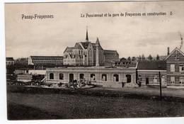 BELGIQUE-PASSY-FROYENNES- LE PENSIONNAT ET LA GARE DE FROYENNES EN CONSTRUCTION-ANIMEE - Doornik