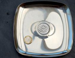 Ancien Cendrier De La Chaîne FR3 Métal Chromé Médaille Centrale Argentée - Ashtrays
