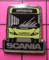 SP01 Pin's Pins / Beau Et Rare / THEME : TRANSPORTS / AUTOBUS ROUTIER SCANIA JAUNE PIPI OMNICITY - Transportation