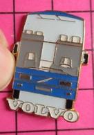 SP01 Pin's Pins / Beau Et Rare / THEME : TRANSPORTS / AUTOBUS ROUTIER VOLVO BLEU - Transportation