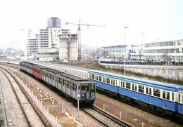 Gare De Creteil Croisement D'une RAME SPRAGUE Et D'une RAME MF 67 E Ligne N°8 BALARD  CRETEIL  RV - Creteil