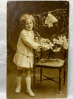 Girl, British Child, Rotary Photo A.1527-5, 1917 Used, Children Postcard - Scenes & Landscapes