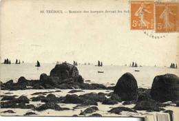 TREBOUL  Rentrée Des Barques De Peche Devant Les Sables Blancs RV - Tréboul