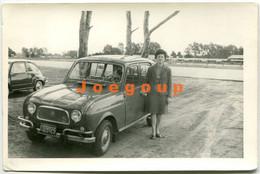 Photo Woman With Car Automóvil Renault 4L Argentina - Cars