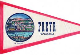 ANCIEN FANION TOURISTIQUE BELGIQUE / FREYR / LE CHATEAU / PANORAMA  (VAANTJE - WIMPEL - PENNANT) - Obj. 'Souvenir De'