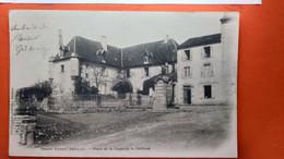 CPA.(86) Bellac. Place De Le Chapelle, Le Château..    (R.639) - Bellac