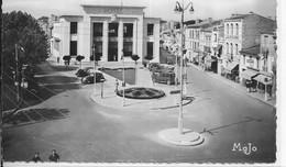 CPM ROYAN  17  :La Poste Bombardée En Janvier 1945      Carte Vierge - Royan