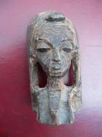 Ancienne Statuette Africaine En Bois Précieux A Identifier. - Legni