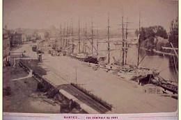 XIX è , 44 .  NANTES VUE GENERALE DU PORT . QUAIS  . VOILIERS Photographie Originale De 1881  , BOATS ANTIQUE REAL PHOTO - Places
