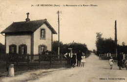 EURE - 27 - LE NEUBOURG - La Maisonnette Et La Route D'Evreux - Le Neubourg