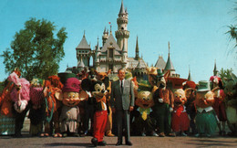 CPSM - WALT DISNEY à DISNEYLAND ... - Edition US - Disneyland