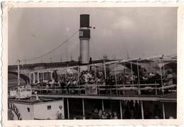 Photo Originale Embarquement Sur Un Bateau à Roues à Aubes Dur Dresden En 1951, Vallée De L'Elbe & Pont Augustus - Lieux