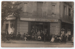 """CARTE PHOTO : CAFE - BIERE DUMESNIL - PERNOD - AFFICHE """" FETE D'ETE & JOUTES A LA LANCE """" - AUTO ECOLE HENRY - Z R/V Z- - To Identify"""