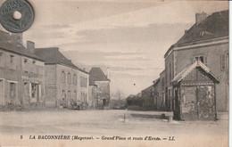 53 - Carte Postale Ancienne De  La Baconnière   Grand'Place Et Route D'Ernée - Autres Communes