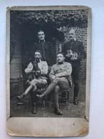 Photo Carte Soldats Militair Francais Cavalery Chien Chat Insigne - Guerra 1914-18