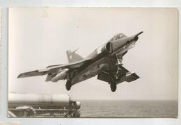 Photographie Aéronaval Avion Super étendard ? Décollant D'un Porte Avions   Photo  9,x14, Cm - Boats