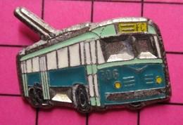 SP05 Pin's Pins / Beau Et Rare / THEME : TRANSPORTS / AUTOBUS URBAIN ELECTRIQUE BLEU ET VERT - Transport Und Verkehr