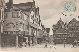 CPA 60 (Oise) BEAUVAIS / PLACE DE L' HÔTEL DE VILLE / VIEILLES MAISONS / ANIMEE/ ANIMEE - Beauvais