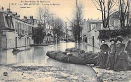 92 - ( BOULOGNE ) BILLANCOURT - Inondations De PARIS 1910 - La Rue De Meudon ( Animation ) CPA - Hauts De Seine - Boulogne Billancourt