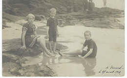 FRANCE - DINARD - CARTE AVEC ENFANTS A LA PLAGE - 1912 - Dinard