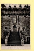 35. COMBOURG – Le Château Féodal / Le Grand Escalier Et Les Armes De Chateaubriand (voir Scan Recto/verso) - Combourg
