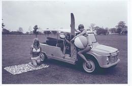 Trois Jeunes Femmes En Maillot De Bain Avec  Un Citroen Méhari   -  15x10cms  PHOTO - Turismo