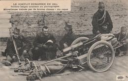 REF.AG1 . CPA . LE CONFLIT EUROPEEN EN 1914 . SOLDATS BELGES SOURIANT AU PHOTOGRAGHE - Guerra 1914-18