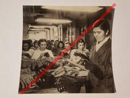 Photo Vintage. Original. Industrialisation. Usine De Tricots. Emballage De Chaussettes. L'URSS - Mestieri