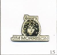 """Pin's Musique - Rock / Groupe Des """"Doors"""" Avec Le Chanteur Jim Morrison. Non Estampillé. Métal Peint. T803-15 - Muziek"""