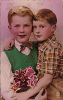AK 2 Jungen Mit Blumen - Frabkreich  (55881) - Gruppen Von Kindern Und Familien