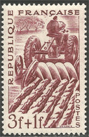 338 France Yv 823 Agriculteur Farmer Tracteur Tractor Labourage Plowing MNH ** Neuf SC (823-1c) - Landbouw