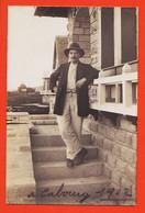 X14166 ⭐ Carte-Photo CABOURG 14-Calvados Jeune Homme Accoudé Villa  Légendée 1912 - Cabourg
