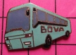 SP02 Pin's Pins / Beau Et Rare / THEME : TRANSPORTS / AUTOBUS ROUTIER BLEU CIEL SUISSE BOVA On Rit On Rit ! - Transportation