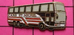 SP03 Pin's Pins / Beau Et Rare / THEME : TRANSPORTS / AUTOBUS ROUTIER BLANC ROUGE NOIR CARS ST MICHEL - Transportation